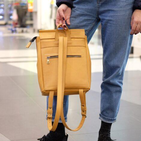 рюкзак песочного цвета