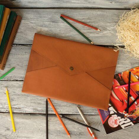 папка коричневая кожаная