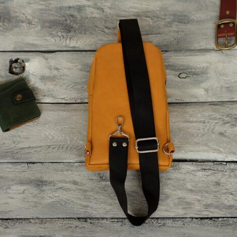 желтый рюкзак