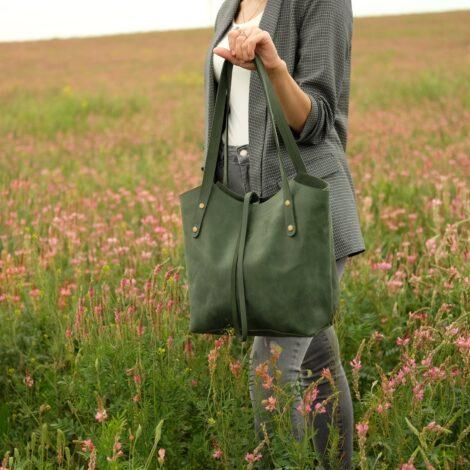 кожаная зеленая сумка