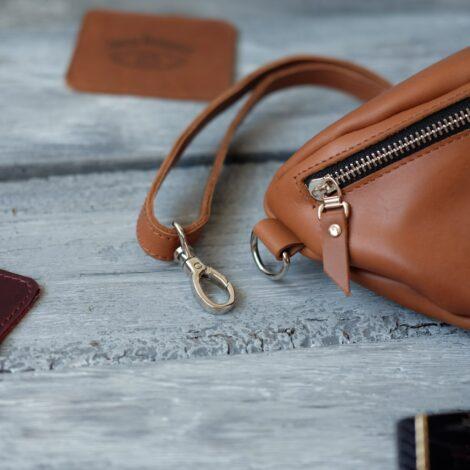 женская сумка на ремне
