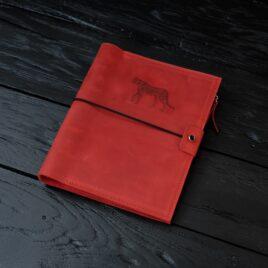 красный кожаный блокнот